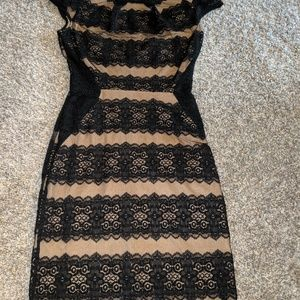 Dresses & Skirts - Cap sleeve lace dress